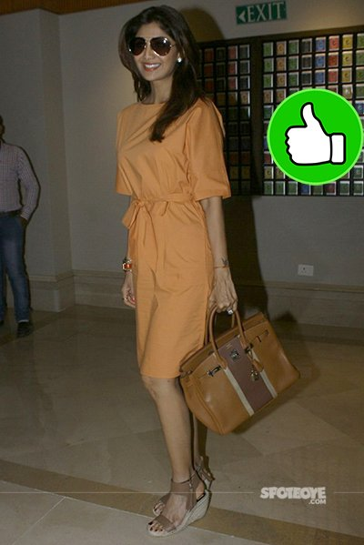 shilpa shetty looks amazing in his peach dress while being clicked by paps
