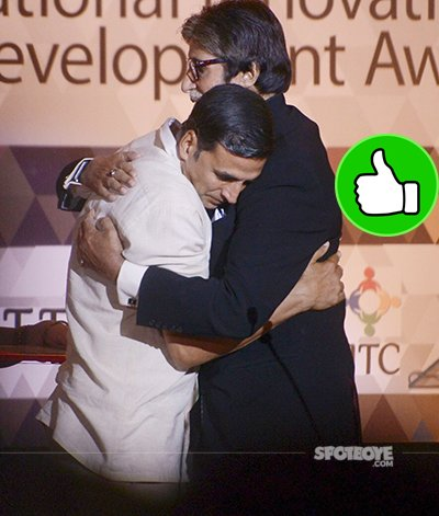 akshay kumar hugs amitabh bachchan in a very lovingly way while shooting for padman