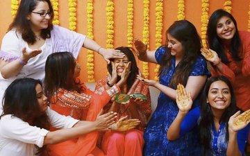 Kishwer Merchant Gets Naughty At Her Mehendi Ceremony
