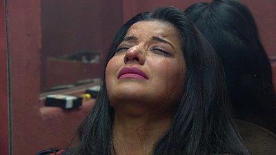 mona lisa crying in bigg boss house