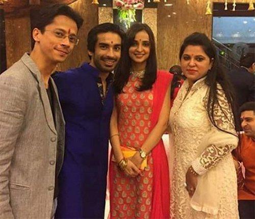 mohit sehgal and sanaya irani with friends