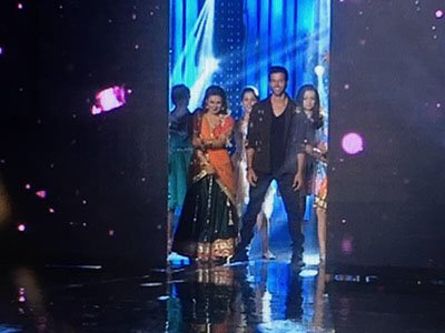 hrithik roshan makes0an entry with divyanka tripathi and sanaya irani on nach baliye