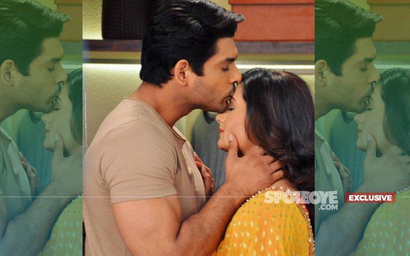 Sidharth Shukla Kisses His Dil Se Dil Tak Co-Star Rashami Desai In Public
