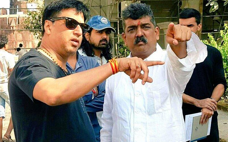 SOCIAL BUTTERFLY: Madhur Bhandarkar Joins Hands With Nitin Desai For Indu Sarkar
