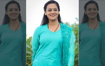 'Baba' Film Actress Spruha Joshi Looks Cute In This 'Bridal Wed' Look
