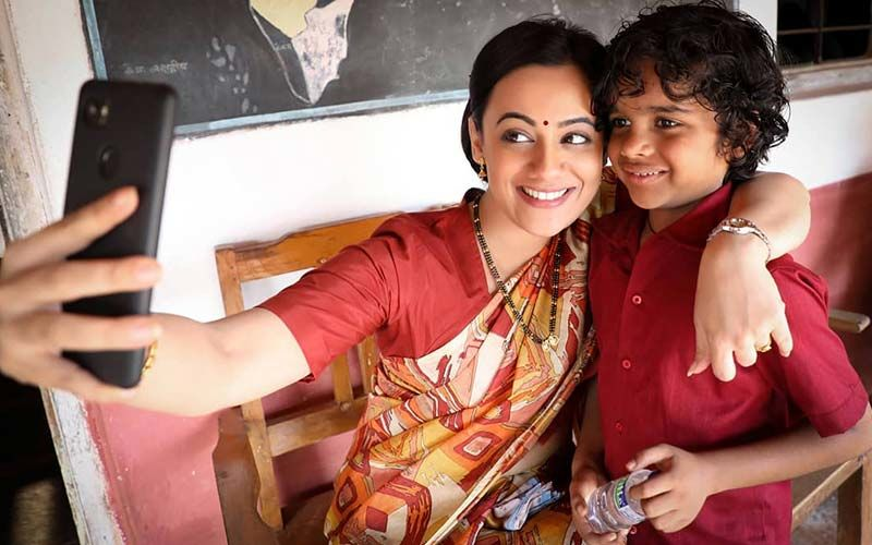 'Baba' Film Actress Spruha Joshi Posts This Cute Selfie With Her On-screen Son