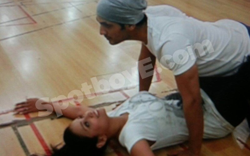 Adaa Khan-Arjun Bijlani get too close for comfort