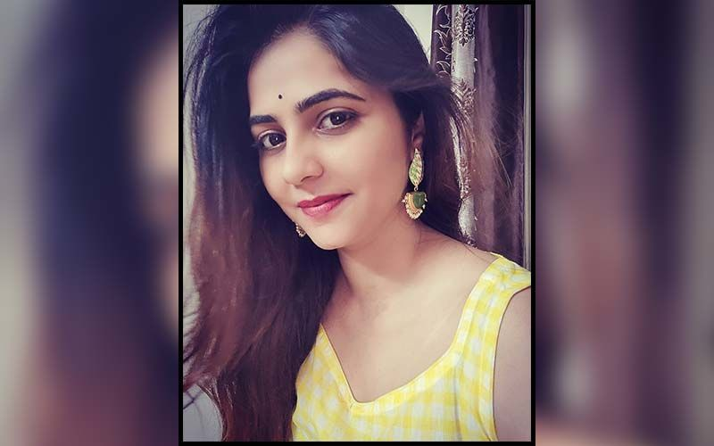 Is Veena Jagtap Getting Married? Bigg Boss Marathi Season 2 Star Shares Pictures In A Yellow Suit, Adorned With Flowers, Green Bangles And Mehendi