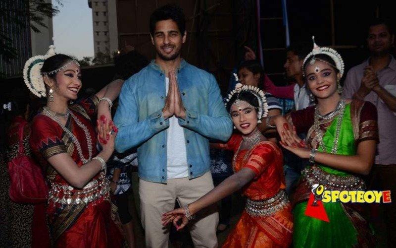 Sidharth Malhotra inaugurates Kala Ghoda Art Festival