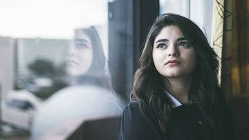 Zaira Wasim Faces Cellular Problem For One Week In Kashmir; Later Thanks The Company For Solving Her Issue