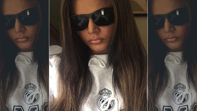Rakhi Sawant Goes Shopping For Fruits And Veggies In Town; Threatens To Hit Those Not Wearing A Mask-VIDEO