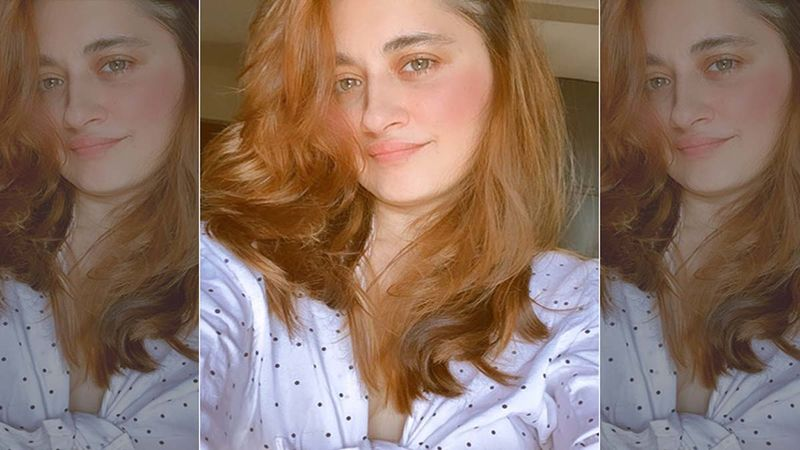 Sanjeeda Shaikh Arrests Attention With Her Sizzling Hot Pics; Slips Into White Tube Top Paired With Distressed Jeans