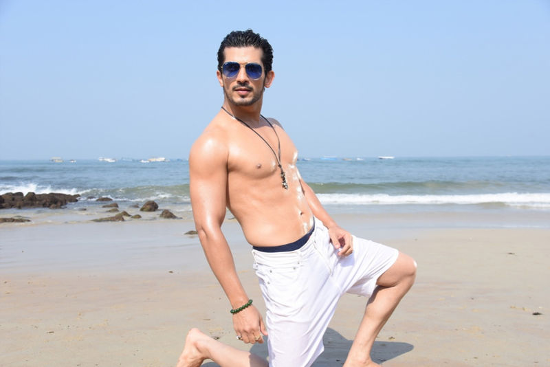 These Pictures Of A Shirtless Arjun Bijlani Flaunting His Abs Are Too Hot To Handle