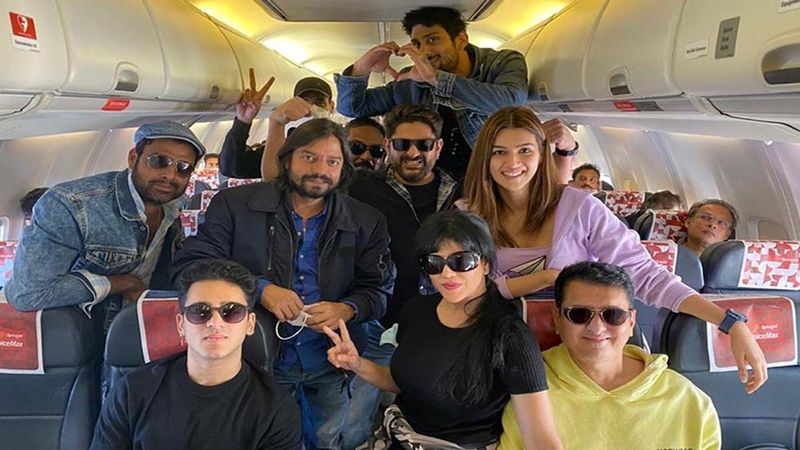 Bachchan Pandey: Akshay Kumar- Kriti Sanon Starrer To Go On Floors From January 6; Arshad Warsi, Prateik Babbar And Others Jet Off To Jaisalmer For The Shoot