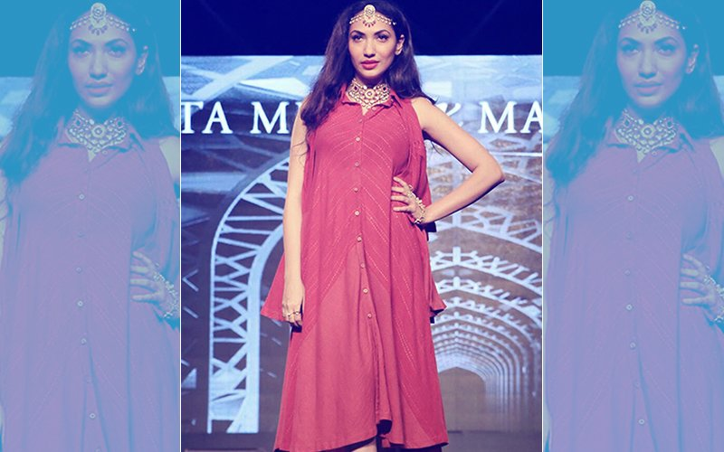 Rustom & Pari Producer Prernaa Arora Walks The Ramp For Weaver Show