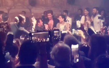 Sonam Kapoor Reception: Salman & Shah Rukh Recreate 'Karan-Arjun' Moment For Sunita Kapoor