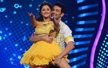 TV's Hot Couple Rashmi Desai-Nandish Sandhu Team Up For A Music Video