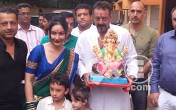 Sanjay Dutt Bids Adieu To Lord Ganesha