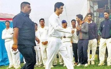 SPOTTED: Sushant Playing M S Dhoni