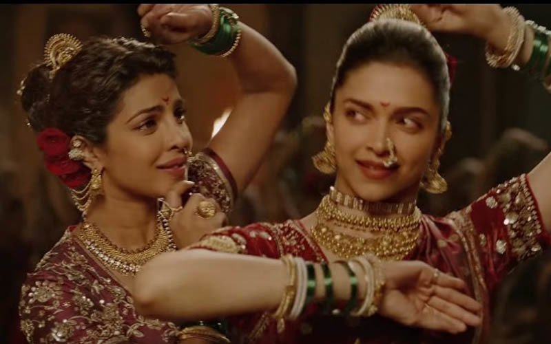 Deepika-Priyanka's Face-off Dance Number From Bajirao Mastani Is Out