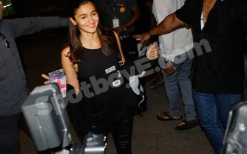 Alia Bhatt begins her London holiday!