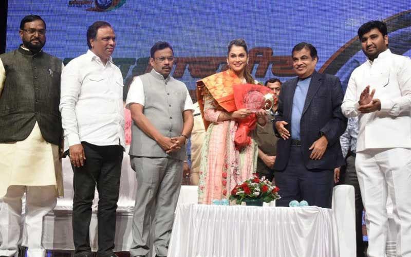 Isha Koppikar Joins BJP, To Head Women Transport Wing