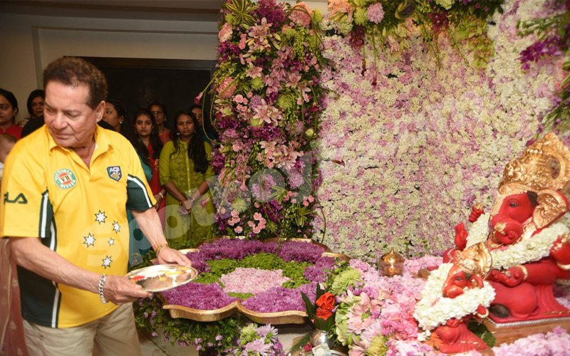 WATCH: Ganpati Maha Aarti at Salman Khan's place UNCUT!