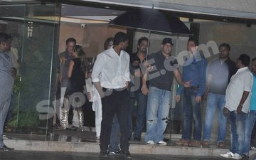 Salman attends Arpita's bash with steady date Iulia