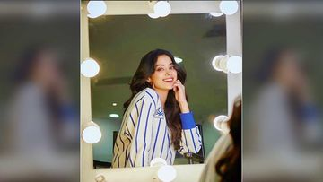 Janhvi Kapoor 'Kick-Starts Her New Business'; Actress Begins Accepting Orders For Manicure And Pedicure