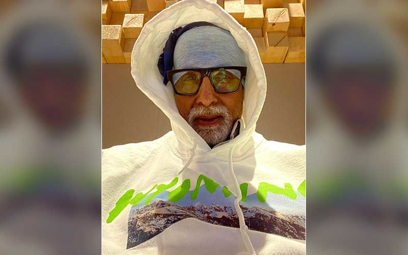 Amitabh Bachchan Poses For A Cool Photo With Celebrity Photographer Avinash Gowariker, Donning Face Mask And Maintaining Social Distancing; Pic Inside