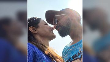 Valentine's Day 2020: Hina Khan Sings Pehla Nasha For Beau Rocky Jaiswal; Plans A Birthday Surprise For Her Man