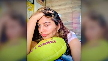 Sanjivani 2 Star Surbhi Chandna Posts Bed Selfie Flaunting Her Radiant Skin; Urges Fans To Wake Her When Lockdown Ends