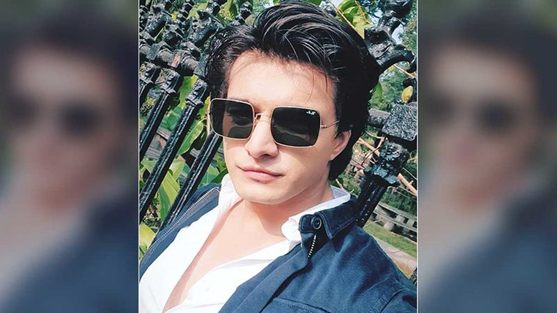 Yeh Rishta Kya Kehlata Hai's Mohsin Khan Gets  A LOVE BITE On The Sets From THIS Person-Read On