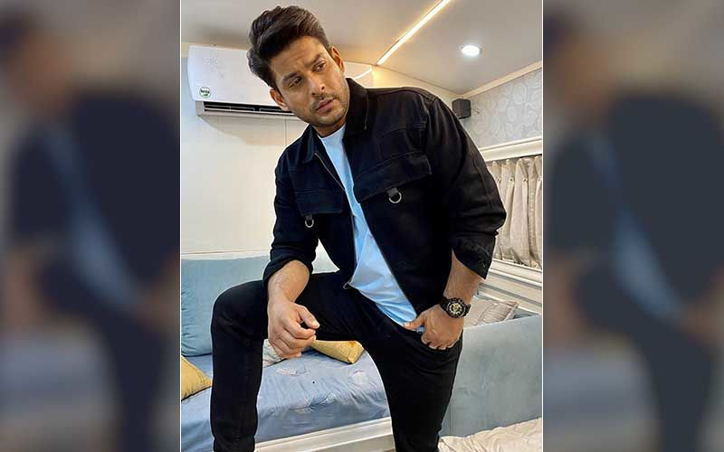 Bigg Boss 14: Bigg Boss 13 Winner Sidharth Shukla Gets Clicked On Sets; Makers Shoot Special Promo With Ex-Contestants With Chess As Theme-BTS VIDEO