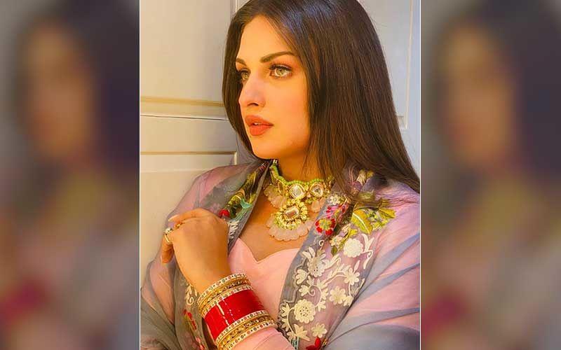 Bigg Boss 13 Fame Himanshi Khurana Looks Ethereal Wearing Wedding Chura; Fans React 'Beautiful Bhabhi'