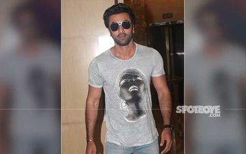 Ranbir Kapoor's Swanky Car Locked Up By Mumbai Police For Being Parking In A 'No Parking' Zone-REPORT