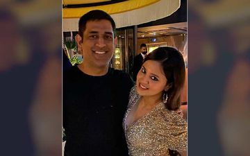 MS Dhoni Is Surrounded By Wife Sakshi Dhoni And Her Girl Gang; Former Skipper Makes The Cutest Expressions Ever-Video