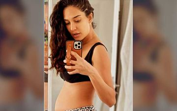 Preggers Lisa Haydon Drops A Mirror Selfie Flaunting Her Baby Bump In Tights And A Crop Top; Shares Before Workout Pic