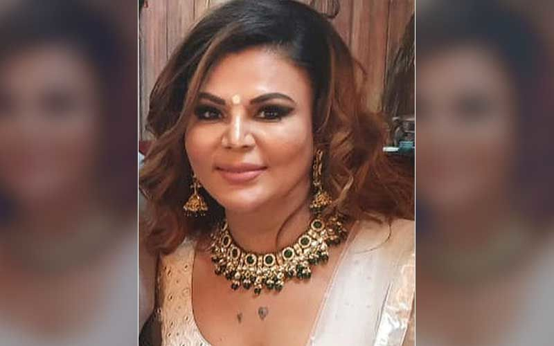 Comedy Of Errors: Rakhi Sawant Takes Help From Paps To Find Her Car; They Succeed In Locating It But Her Driver Is Missing - Hilarious VIDEO
