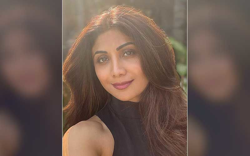 Indian Idol 12: Shilpa Shetty Turns Yogini On The Sets Of The Singing Show; Performs And Teaches Yoga Asanas On Stage