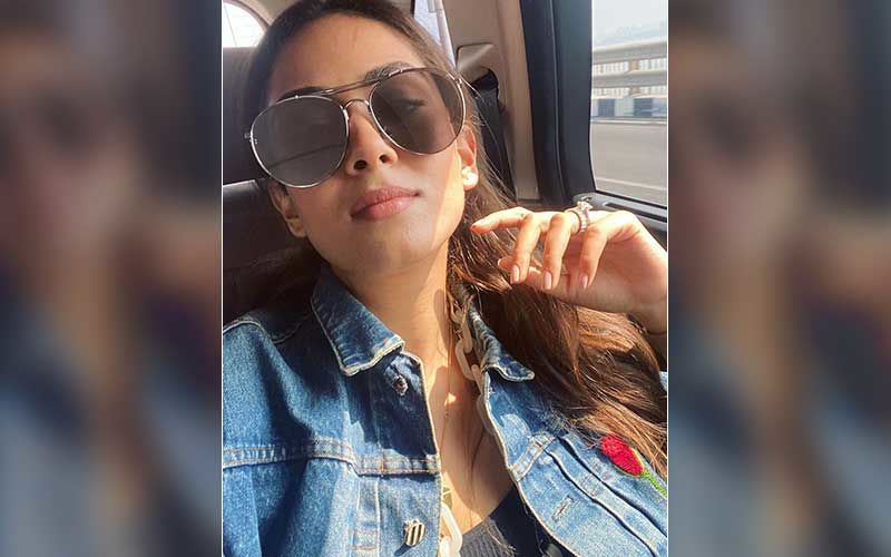 Mira Rajput Clicks A Surreal Sun-Kissed Selfie; But Her Massive Rock Grabs All The Attention