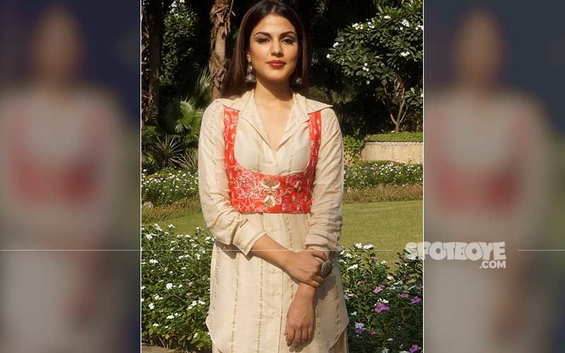 Rhea Chakraborty Shares A Photo With Saand Ki Aankh Producer; Drops New Post And Says 'Love Is Power'
