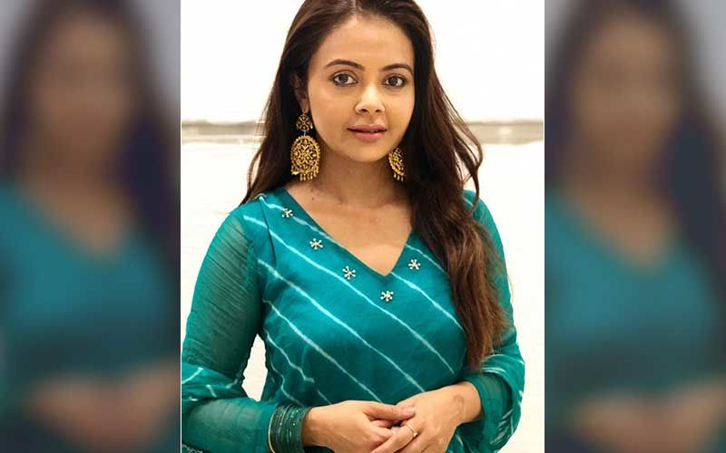 Bigg Boss 14's Devoleena Bhattacharjee Witnesses 50 Men Riding Without Masks Celebrating Holi; Asks 'Rules Should Be Equal For Everyone Isn't It?'