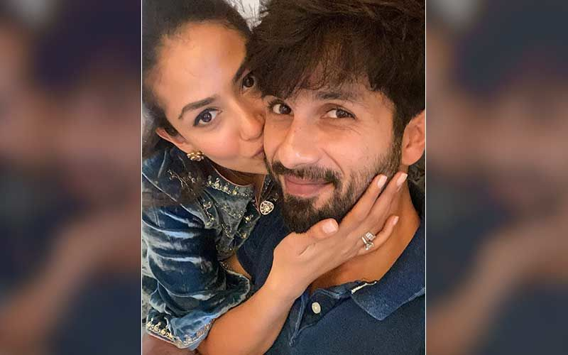 Shahid Kapoor Takes The 'Centre Of Gravity' Challenge With Mira Rajput And Nails It; Mighty Impressed Wife Calls Mr Kapoor 'Smooth Operator'