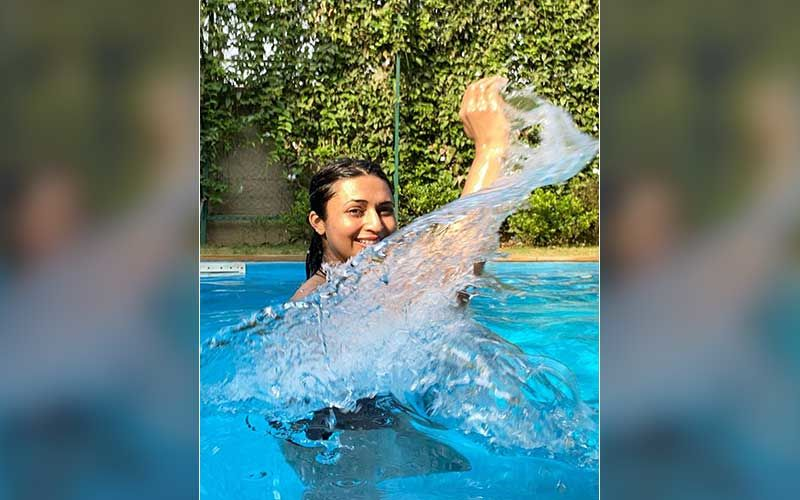 Divyanka Tripathi Says 'Create Your Own Waves' As She Enjoys Splashing Water On A Sunny Day; Actress Drops Blissful Pics From Her Pool Time