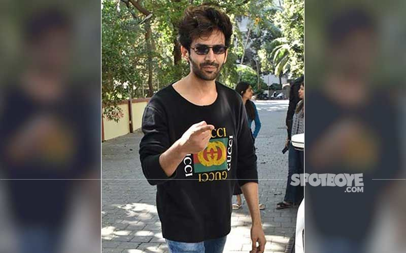 Kartik Aaryan Bows Down And Touches His New Lamborghini During Recent Appearance In Town; Folds Hands As Paps Go Click Click Click-WATCH Video