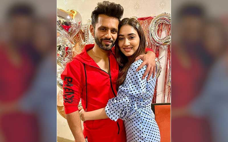 Rahul Vaidya Is Spotted As He Heads Out With Disha Parmar For A Burger; Bigg Boss 14 Runner-Up Poses For Pics With Fans-Video