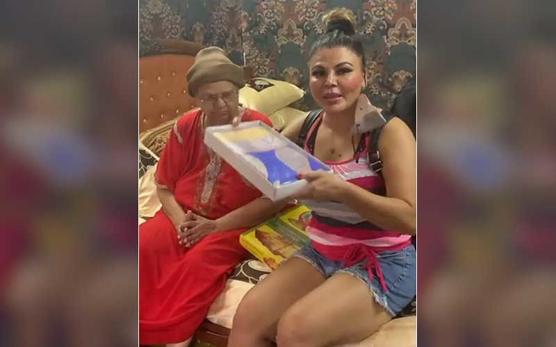 Rakhi Sawant Gifts Her Mom A Silk Saree On Mother's Day; Bigg Boss 14 Ex-Contestant Urges All To Wish Moms In Person And Not Via Posts
