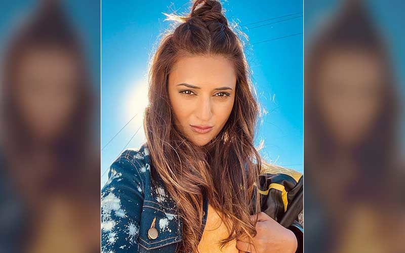 Divyanka Tripathi Is Not Pleased With A Telecom Service Provider As Data Pack Gets Over; Complains Via Tweet, While Shooting For Khatron Ke Khiladi 11 In Cape Town