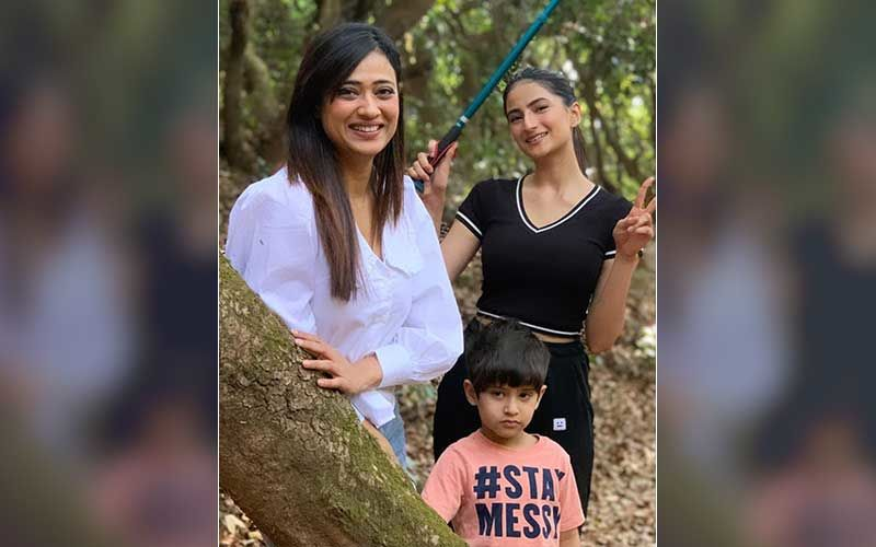After Estranged Husband Abhinav Kohli Questioned His Son's Whereabouts, Khatron Ke Khiladi 11 Contestant Shweta Tiwari Video Calls With Kids Palak Tiwari And Reyansh